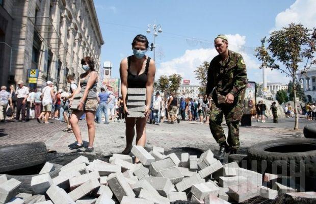 На Майдане выросли новые баррикады