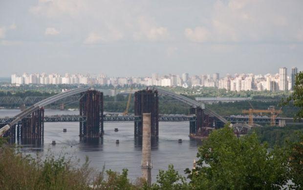 Деньги могут направить на ремонт дорог и мостов.