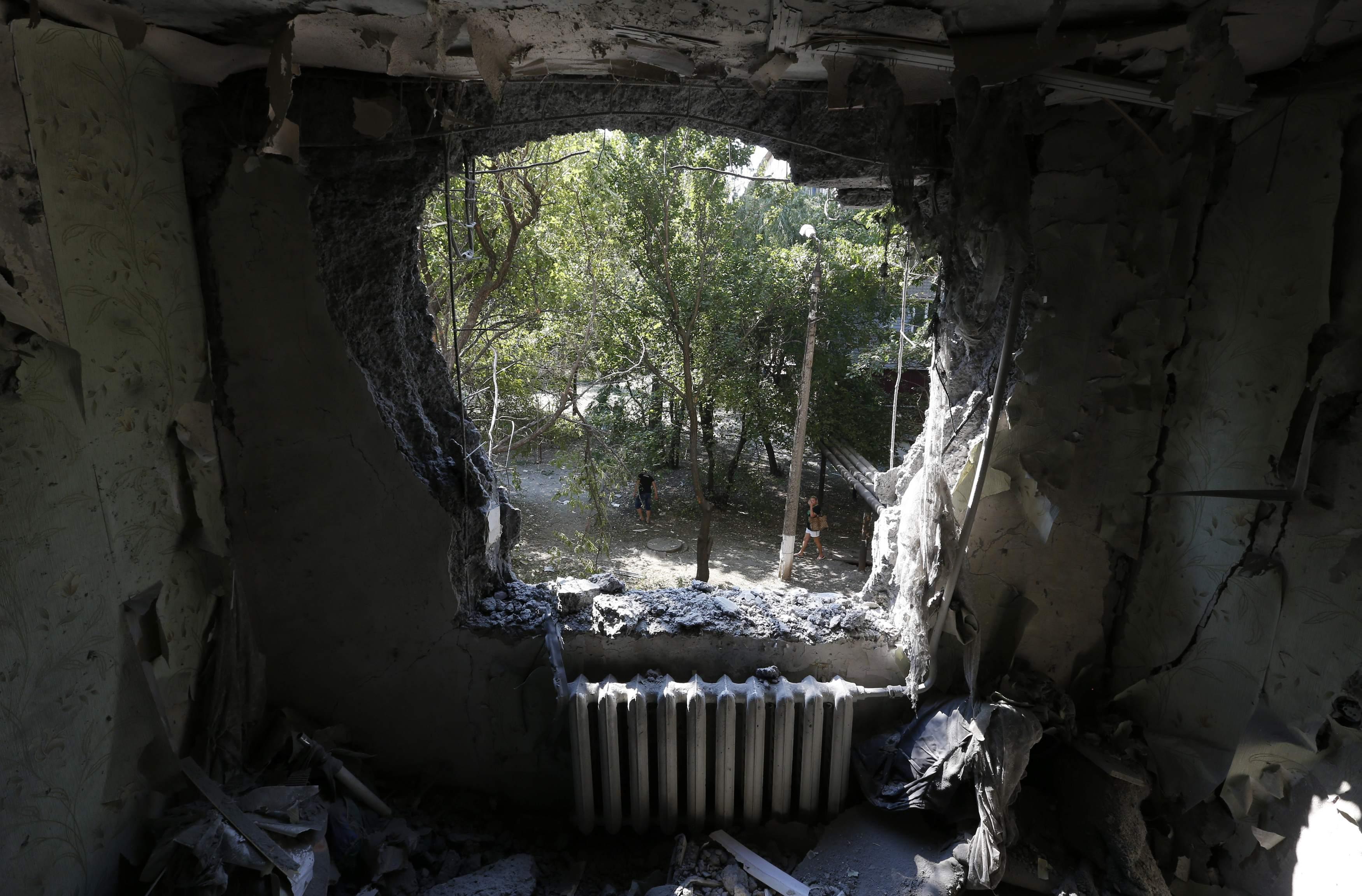 Донецк подвергается постоянным обстрелам