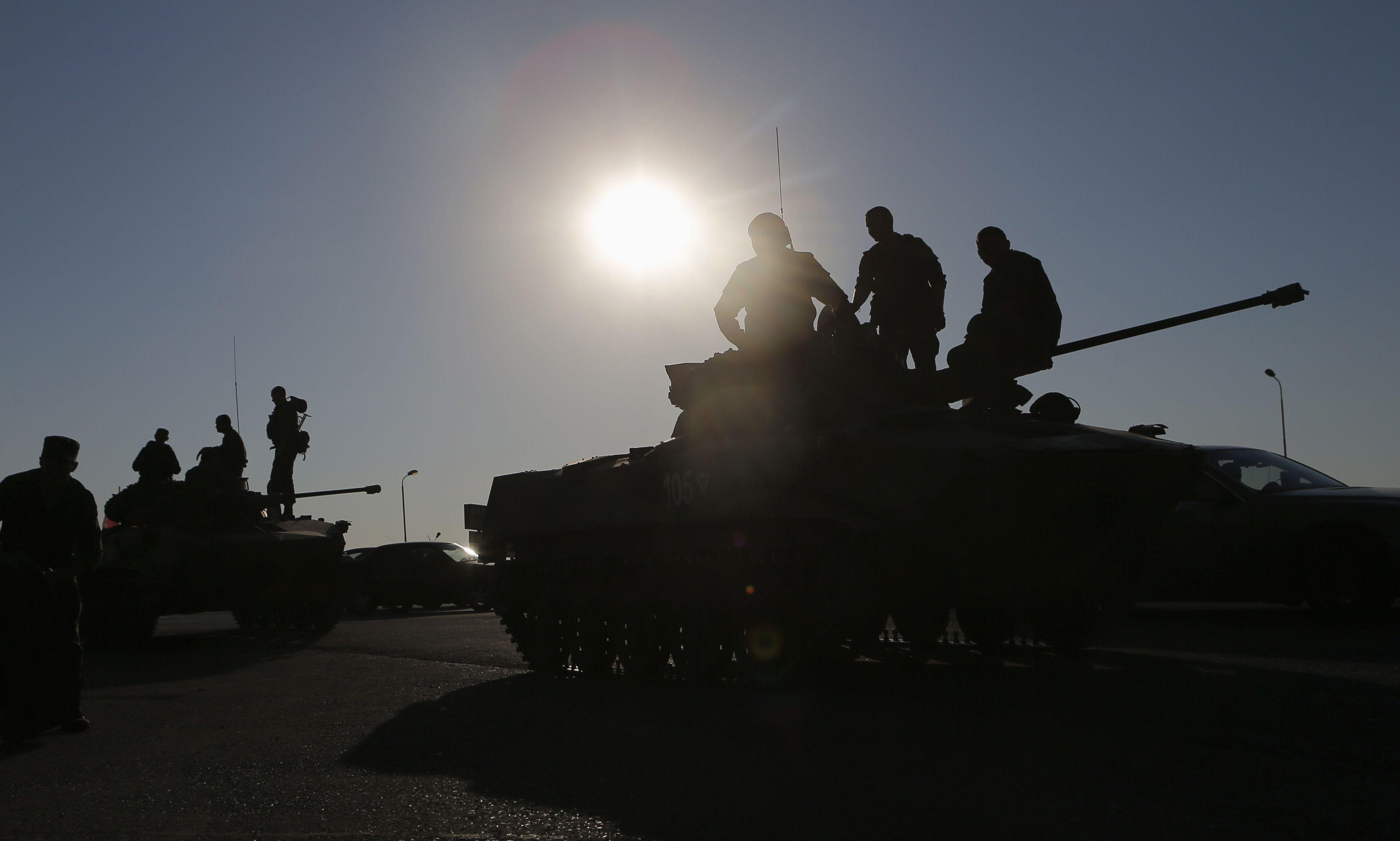 Российские военные остаются возле границ Украины
