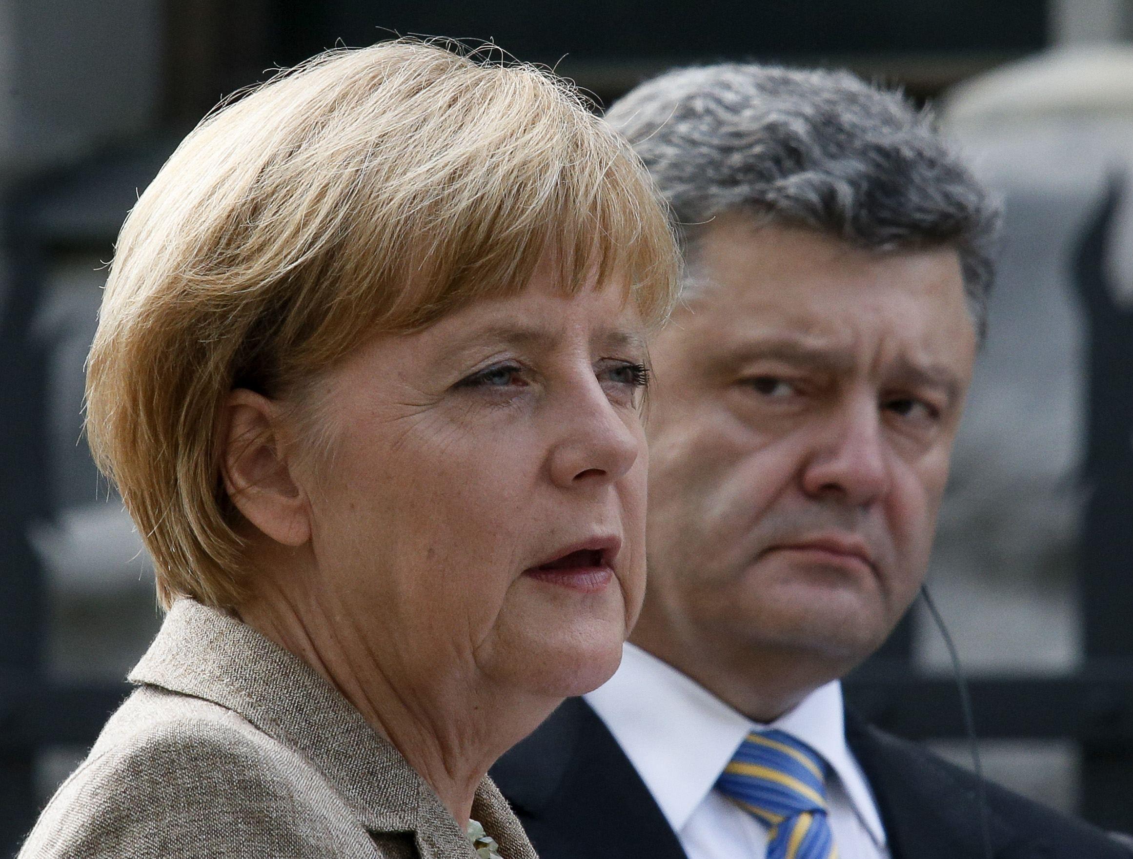 Порошенко встретится с Меркель и Макроном
