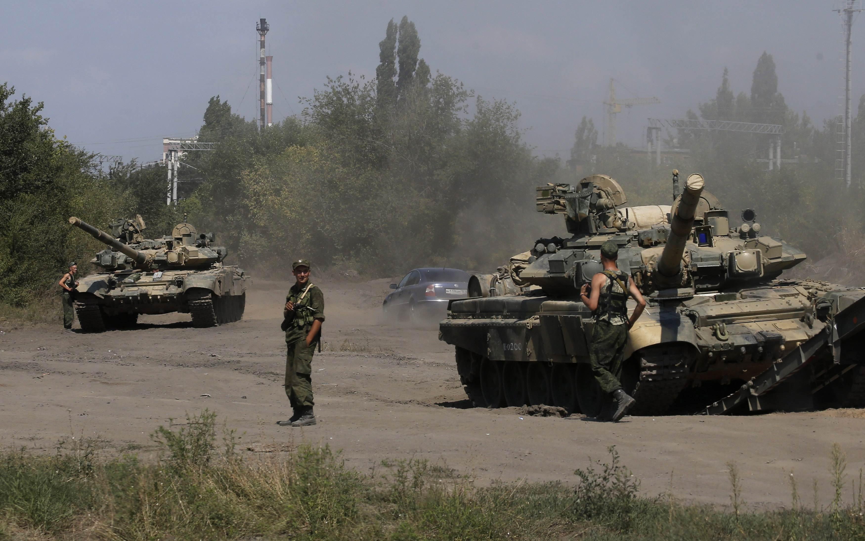 Российские военные вохле границ Украины, танки