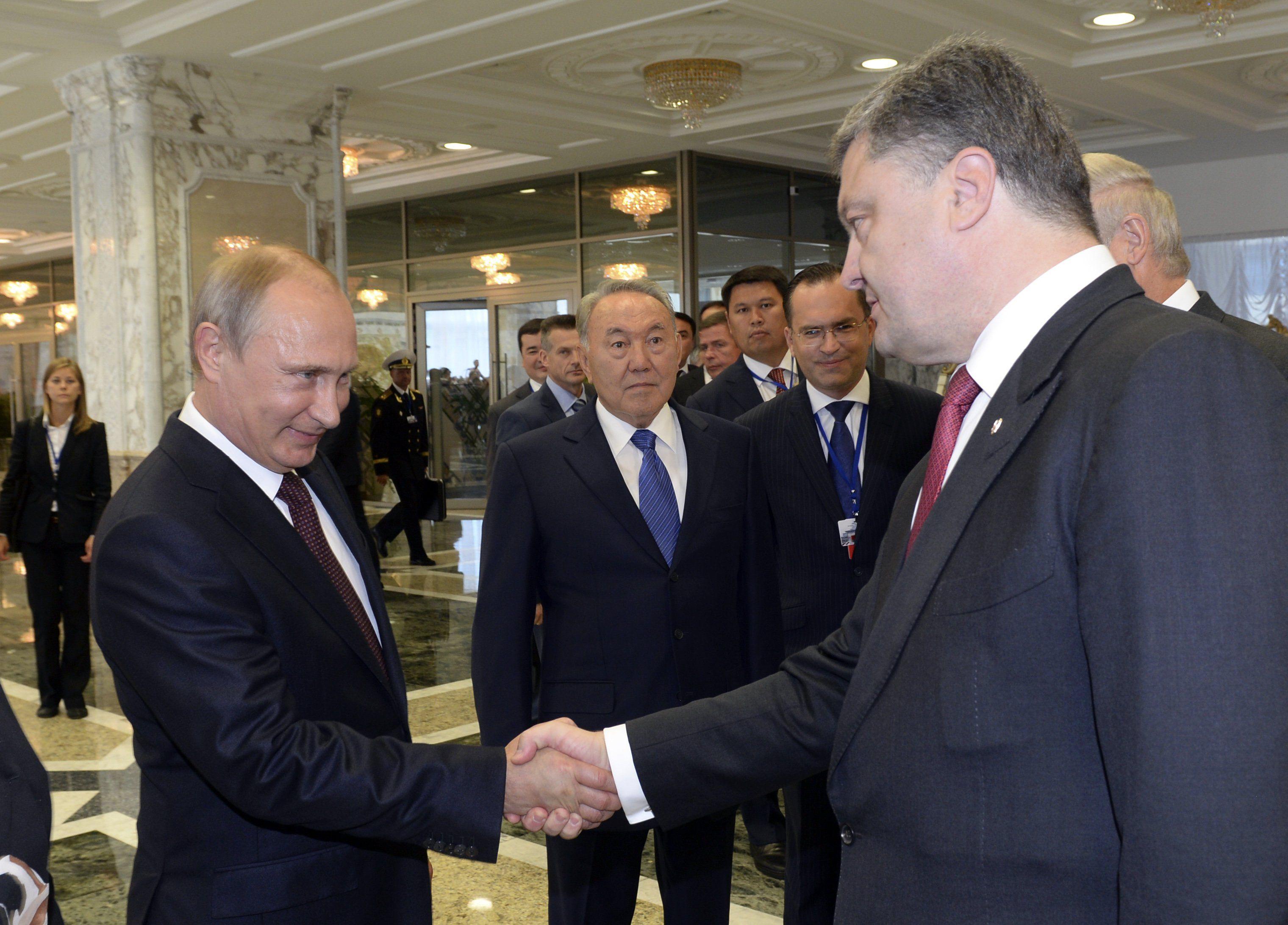 Рукопожатие Порошенко-Путин