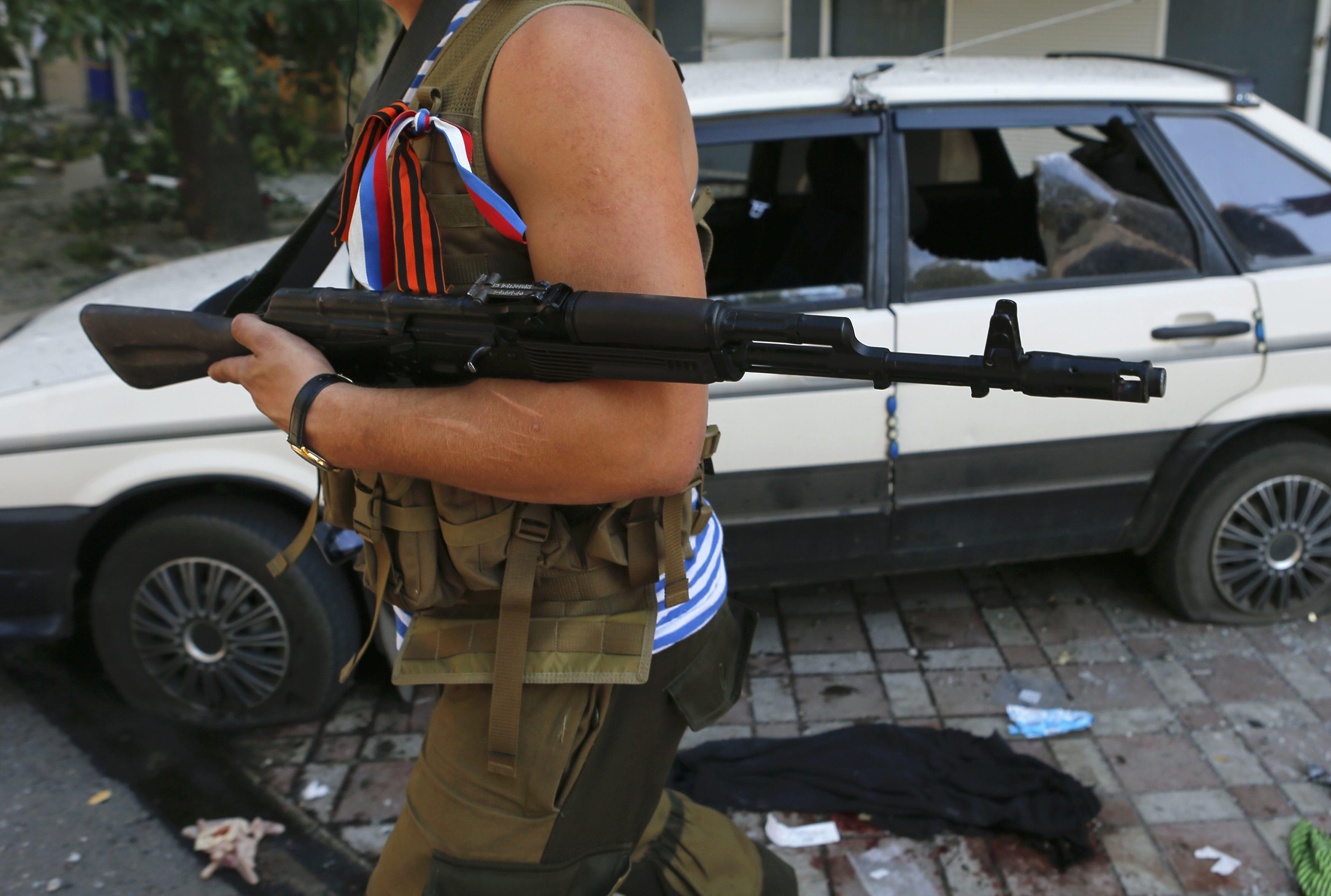 Боевики превращают город в развалины