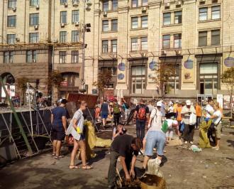 Уборка Майдана