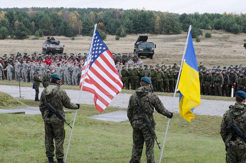 Порошенко утвердил допуск иностранных войск в Украину