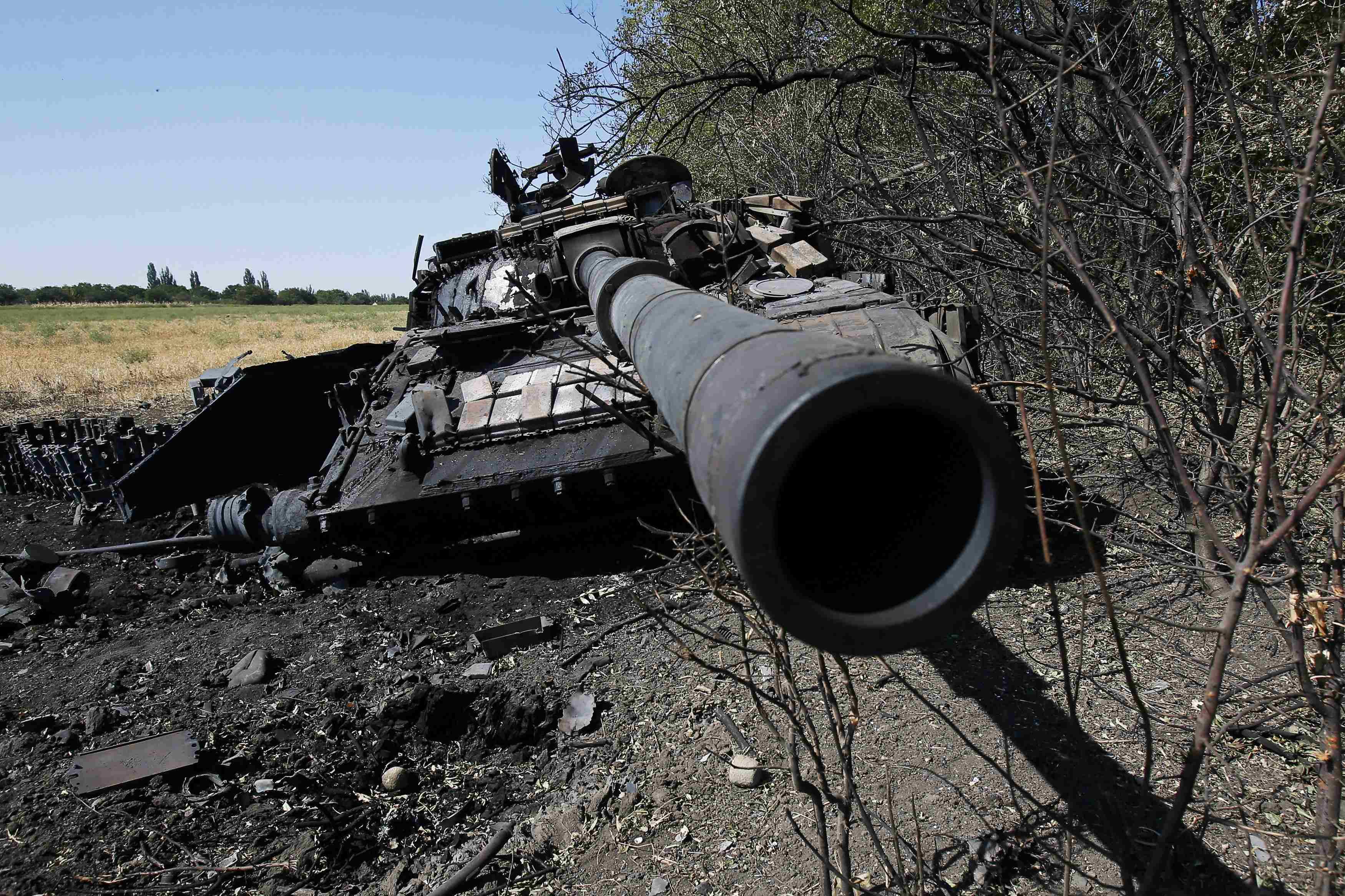 Подбитый при выходе из Иловайска танк ВСУ