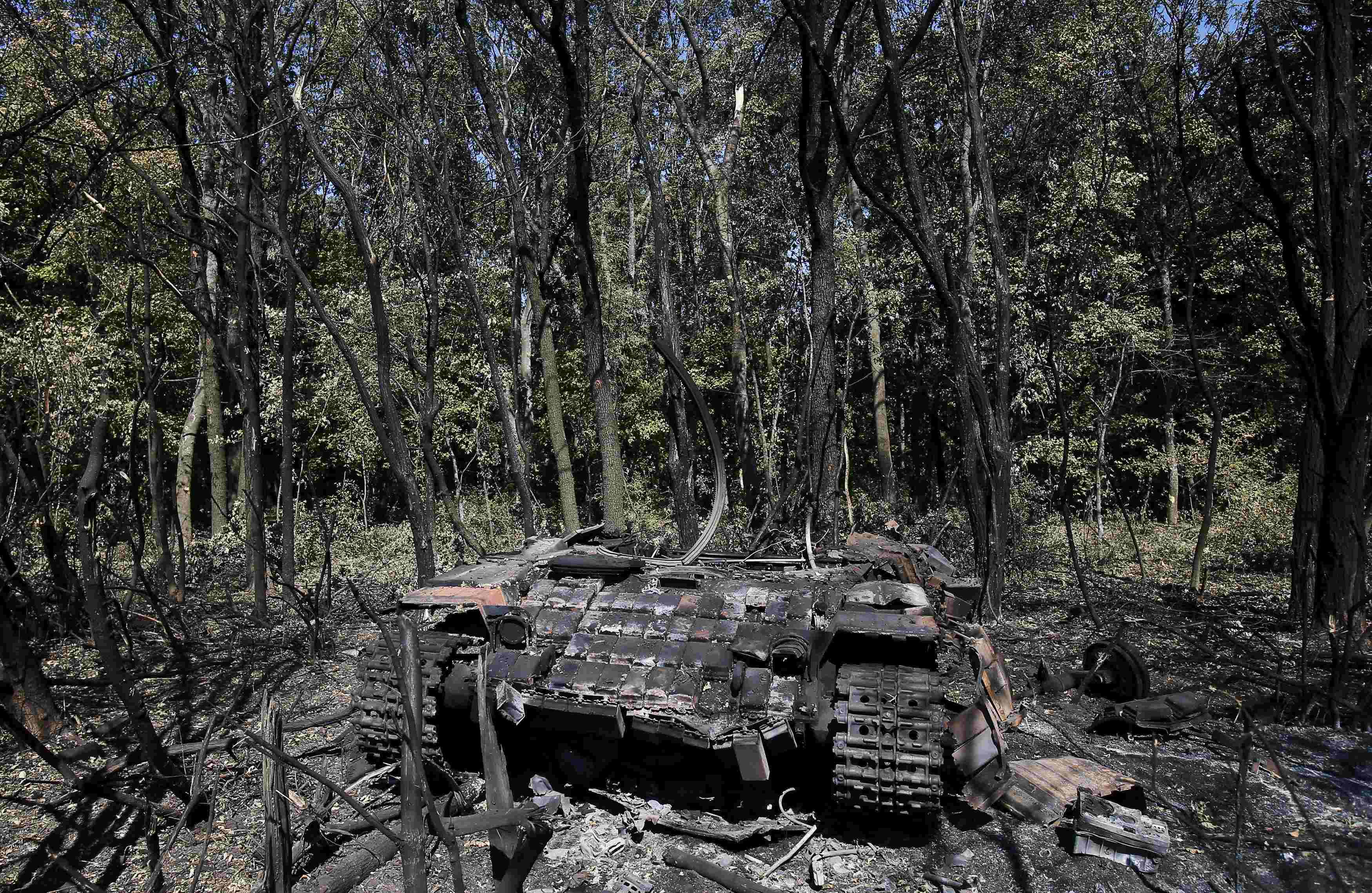 Подбитый под Иловайском танк