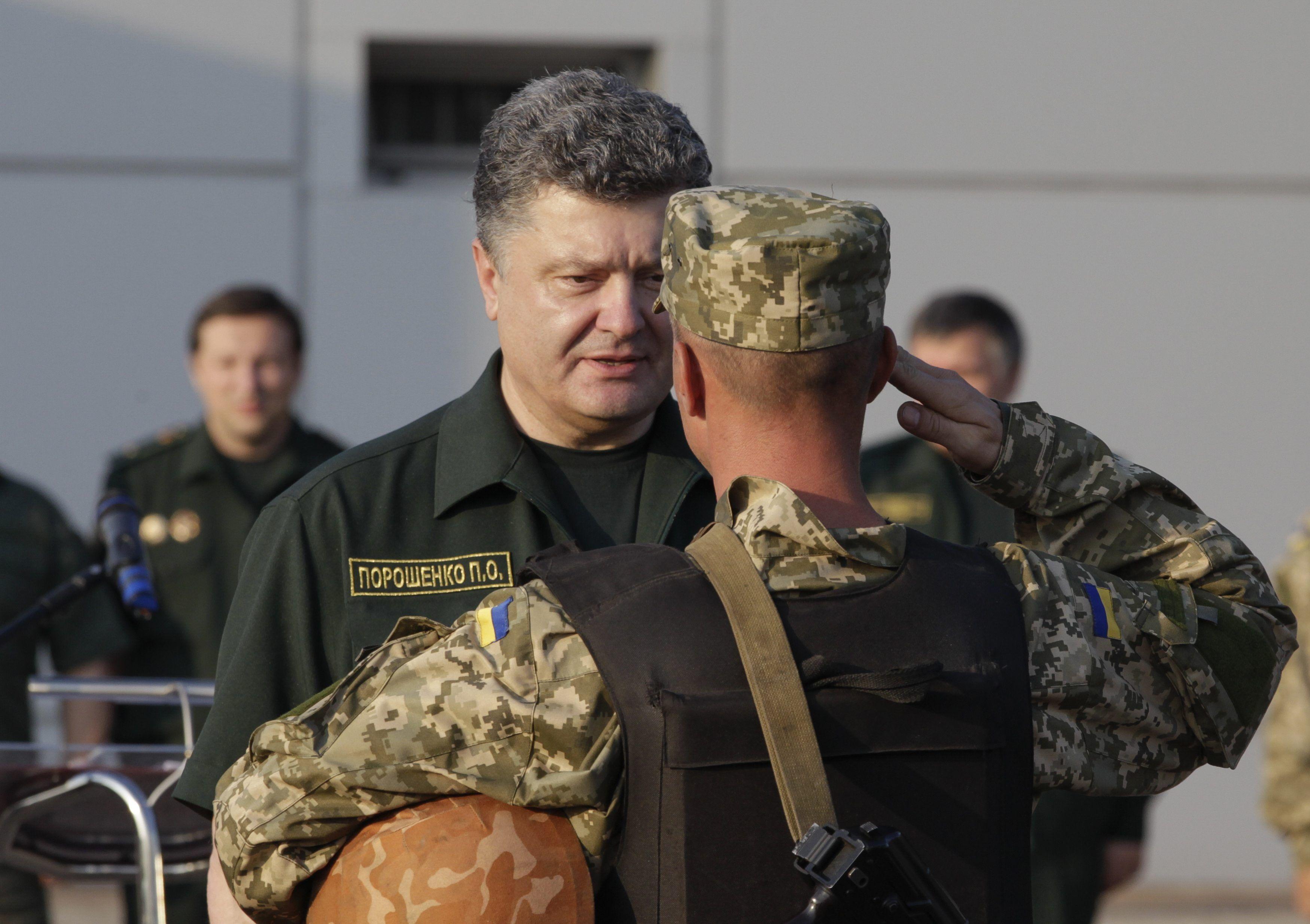 Порошенко заявил об увольнении военных 5-й волны мобилизации