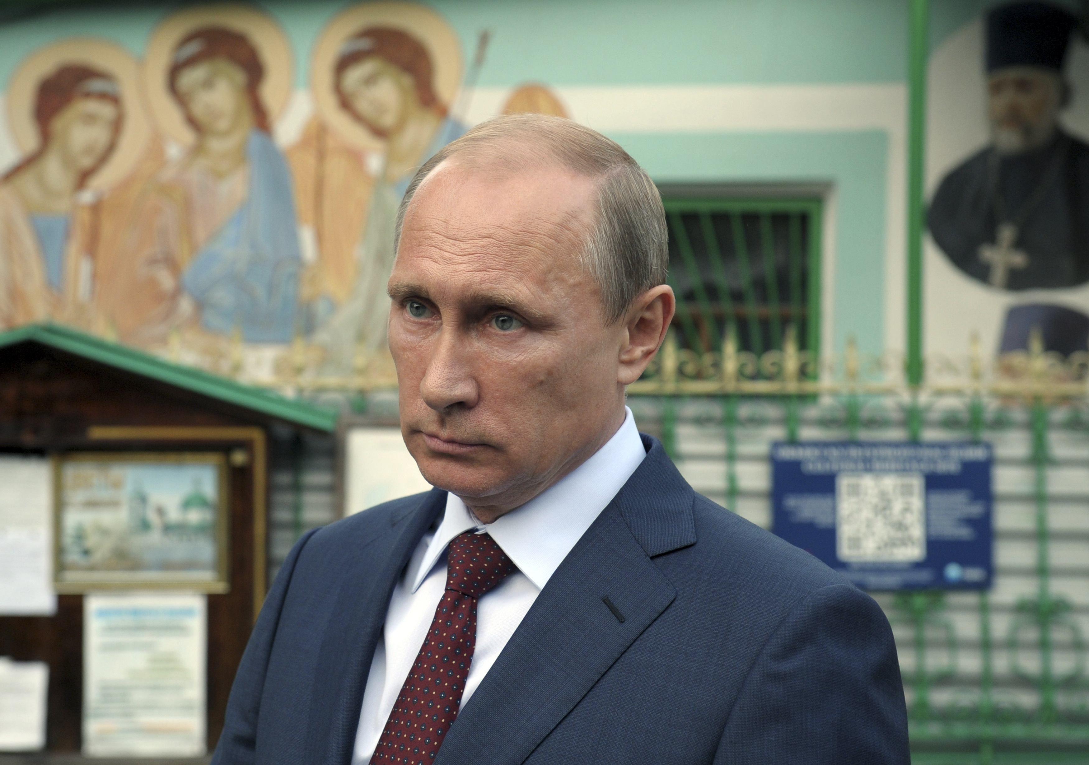 Путин в храме Живоначальной троицы