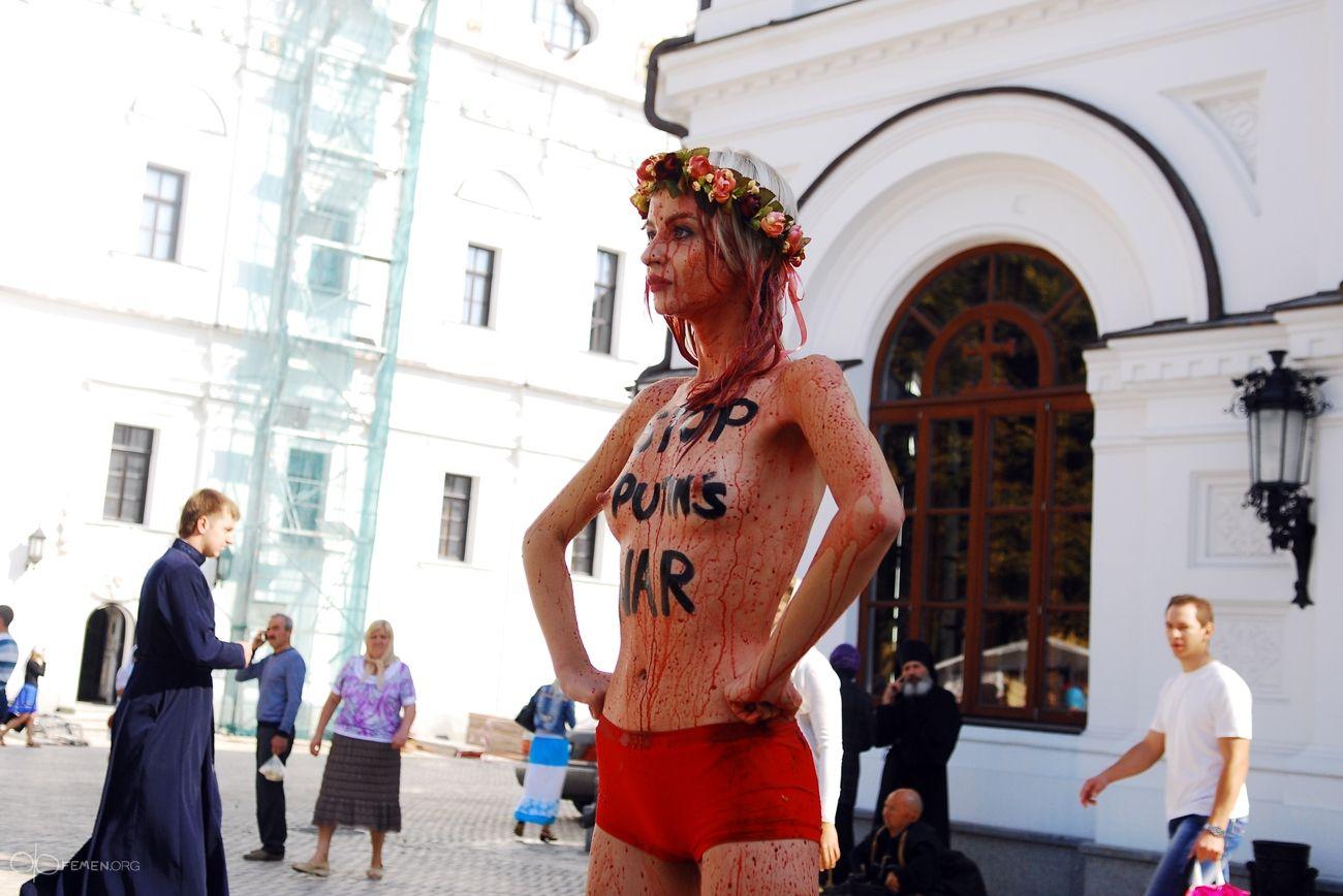Акция FEMEN в Киево-Печерской Лавре