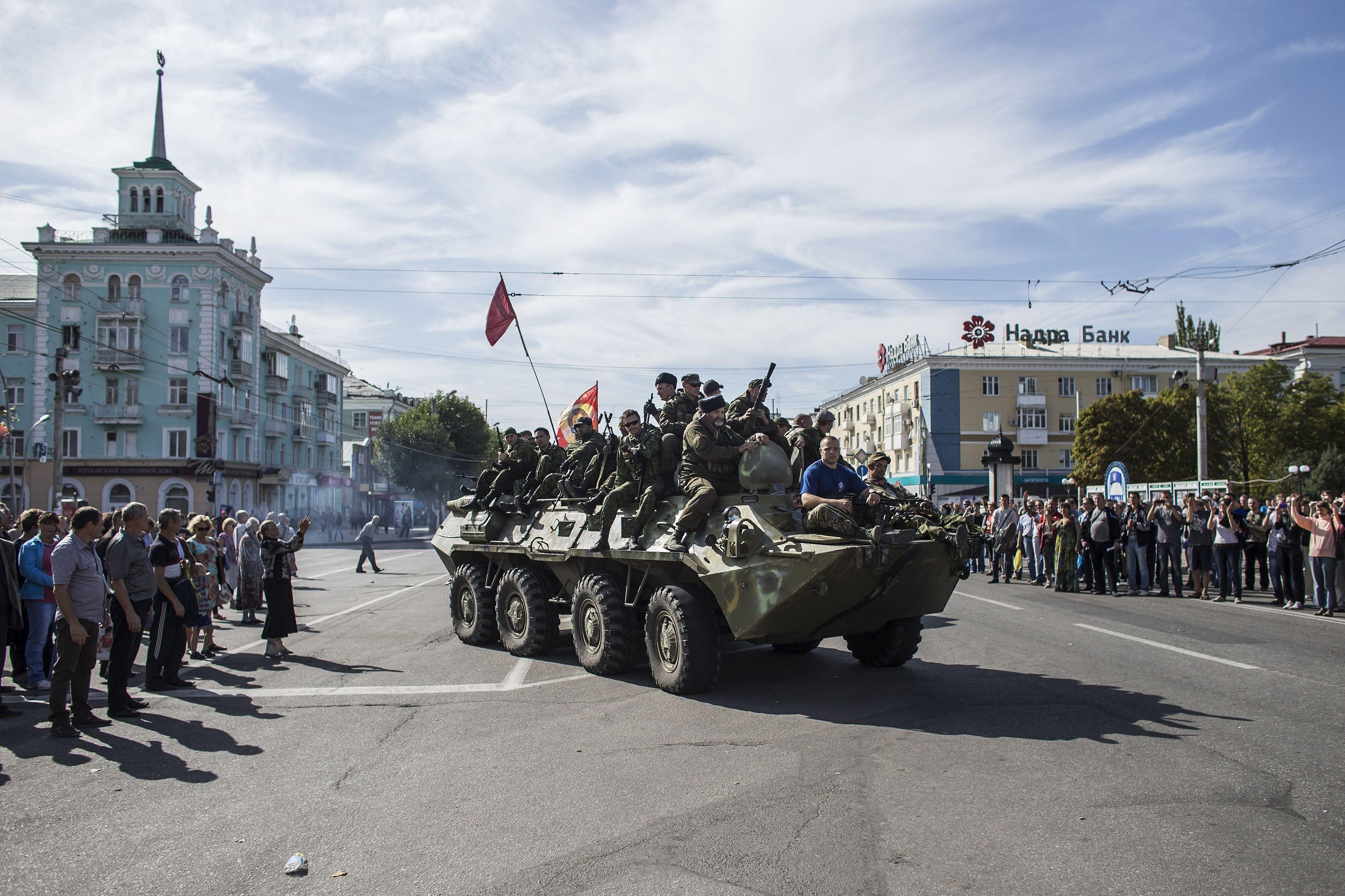 Бронетехника боевиков в Луганске, иллюстрация