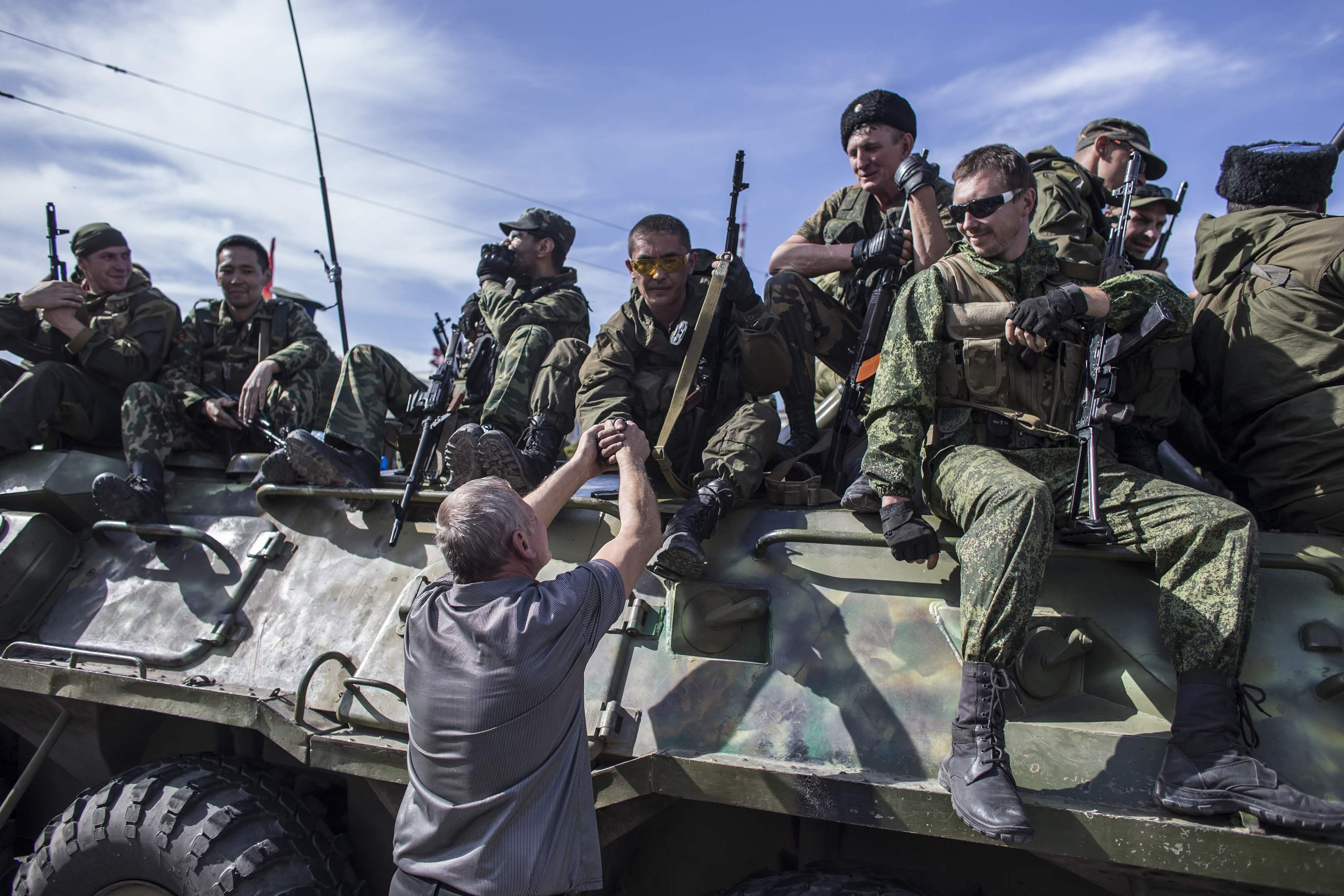 Боевики в Луганске, иллюстрация