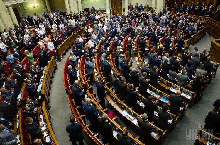 Участники коалиционных переговоров подсиали соглашение.