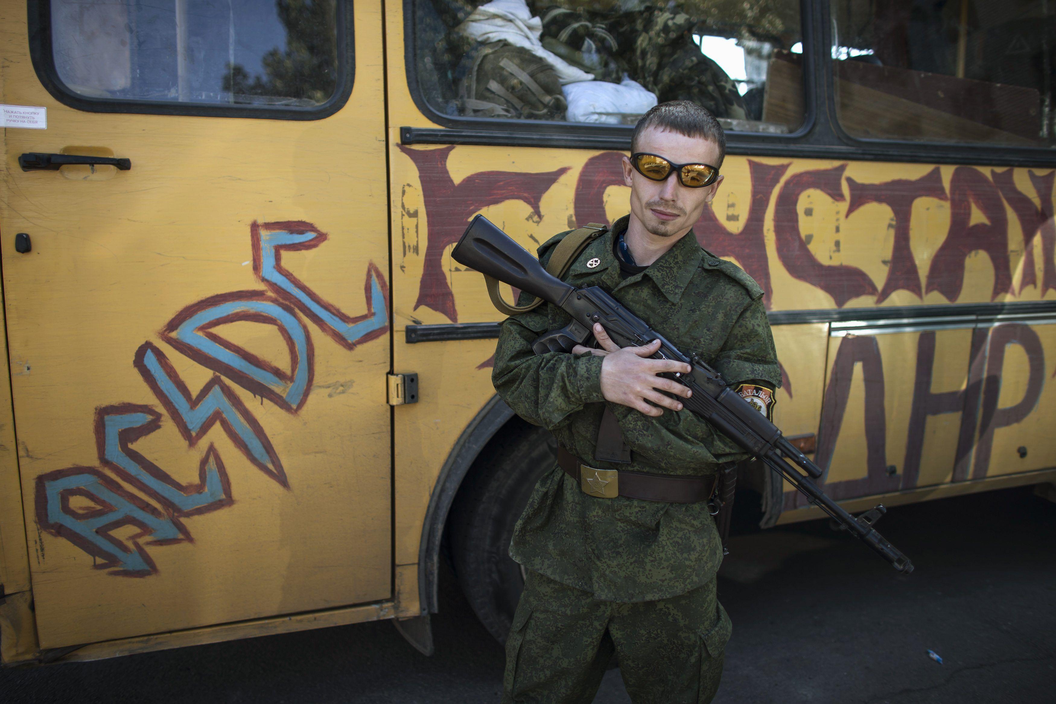 Боевик в Донецке, иллюстрация