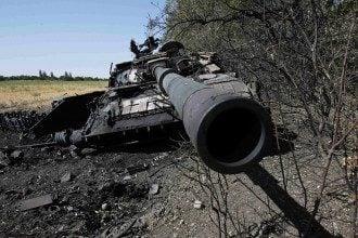 Подбитый танк под Иловайском