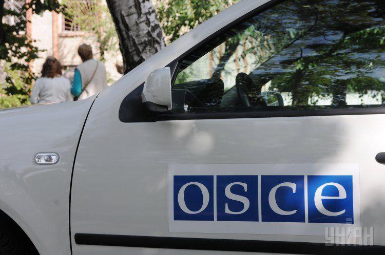 Наблюдатели ОБСЕ попали вчера под обстрел возле донецкого аэропорта