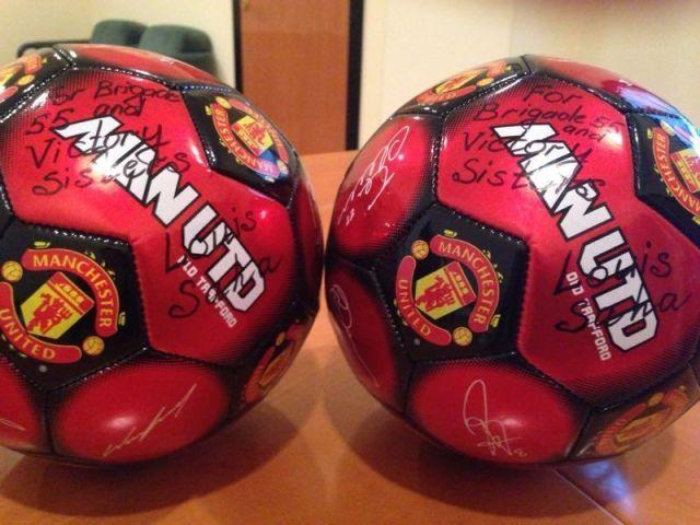 Мячи с подписью Луи Саа.