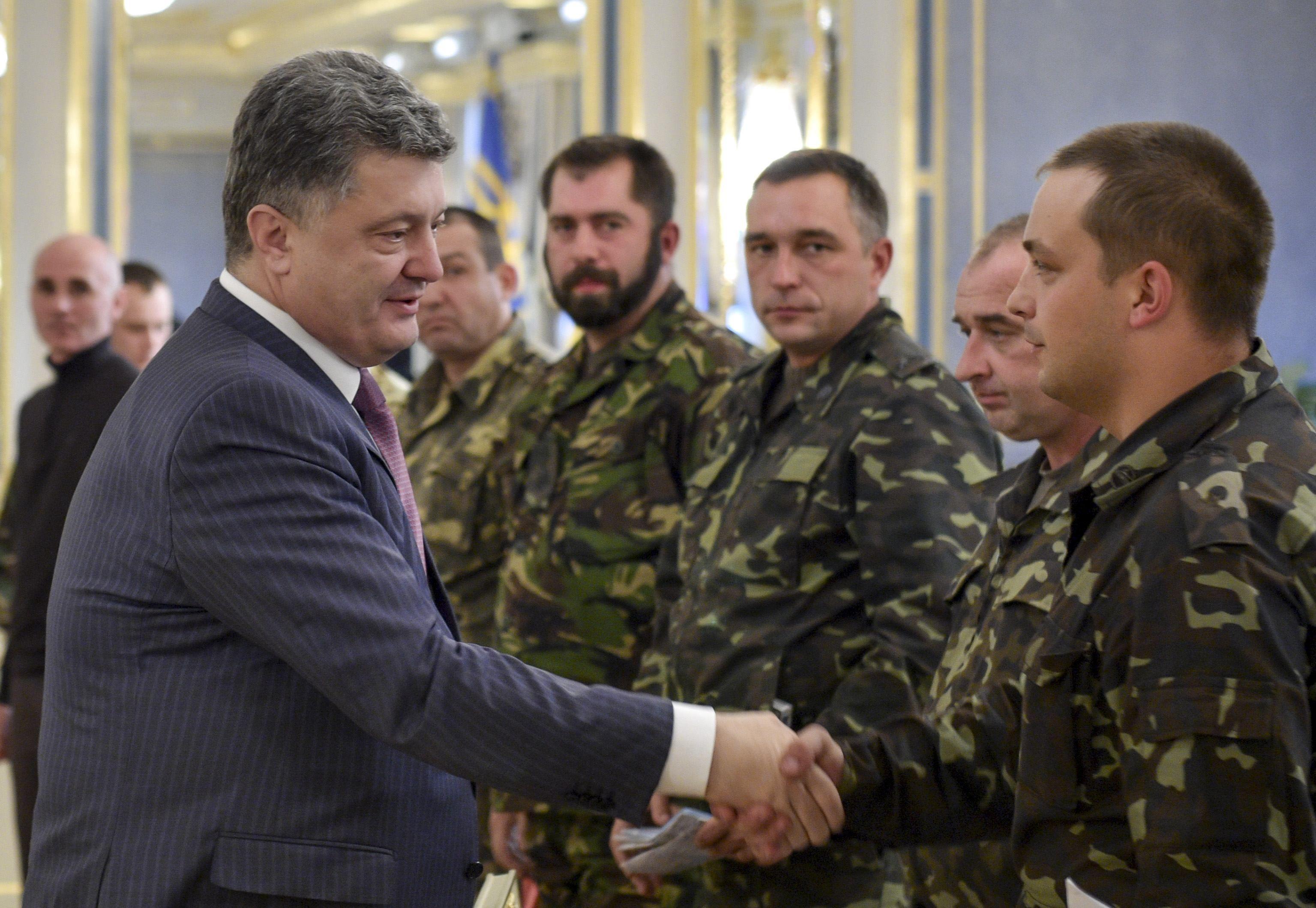 Порошенко и бойцы 51-й бригады
