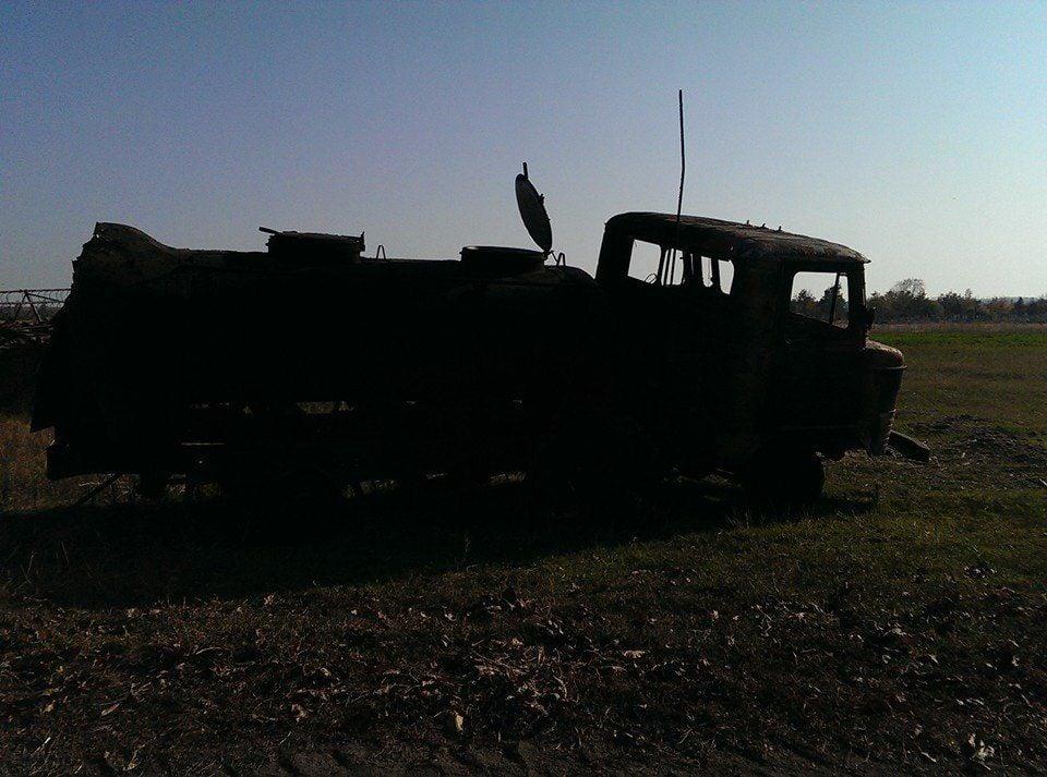 Уничтоженная боевиками машина