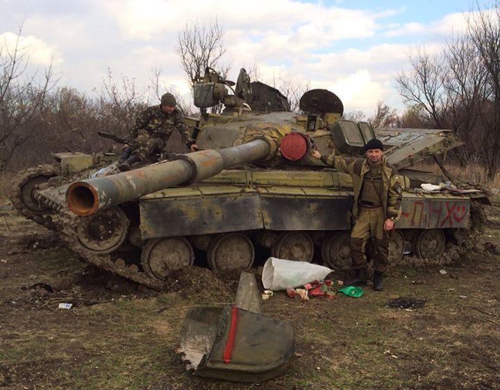 Александр Мамалуй возле трофейного танка