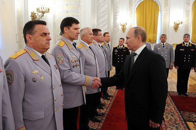 Владимир Путин в Кремле с генералами