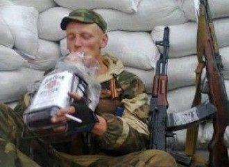 """Донбасский боевик на """"отдыхе"""", иллюстрация"""