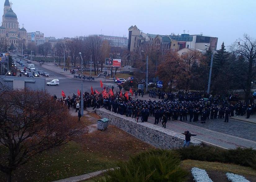 В Харькове коммунистов не пустили к Вечному огню