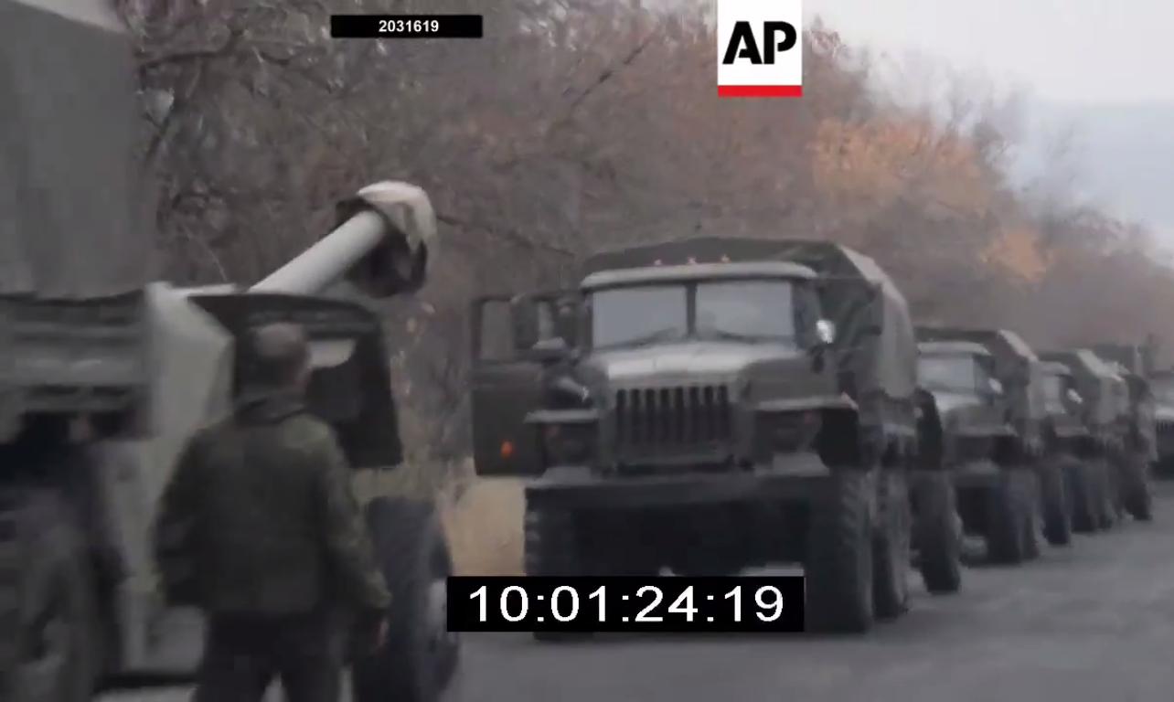Грузовики с российскими военными