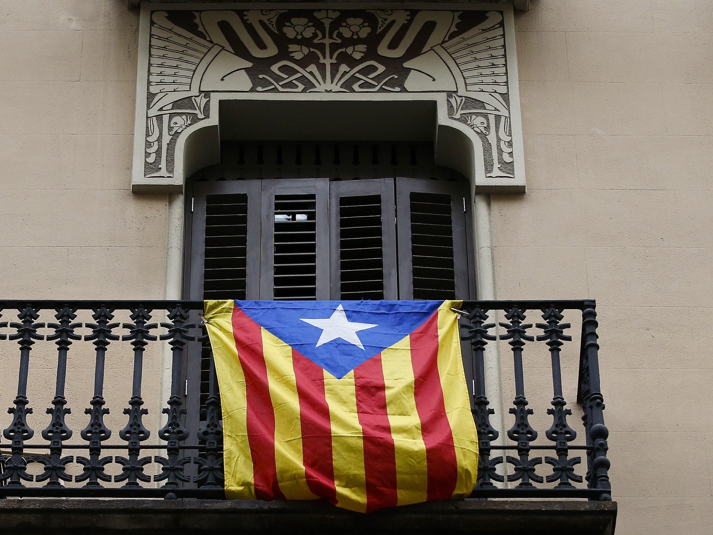 Испания приостановила автономию Каталонии