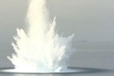 Взрыв в море, иллюстрация