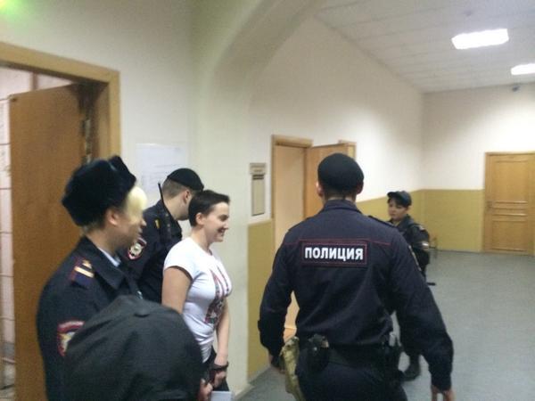 Суд в Москве признал законным арест Савченко