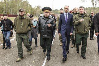 Полторак, Аваков и Яценюк на полигоне Нацгвардии