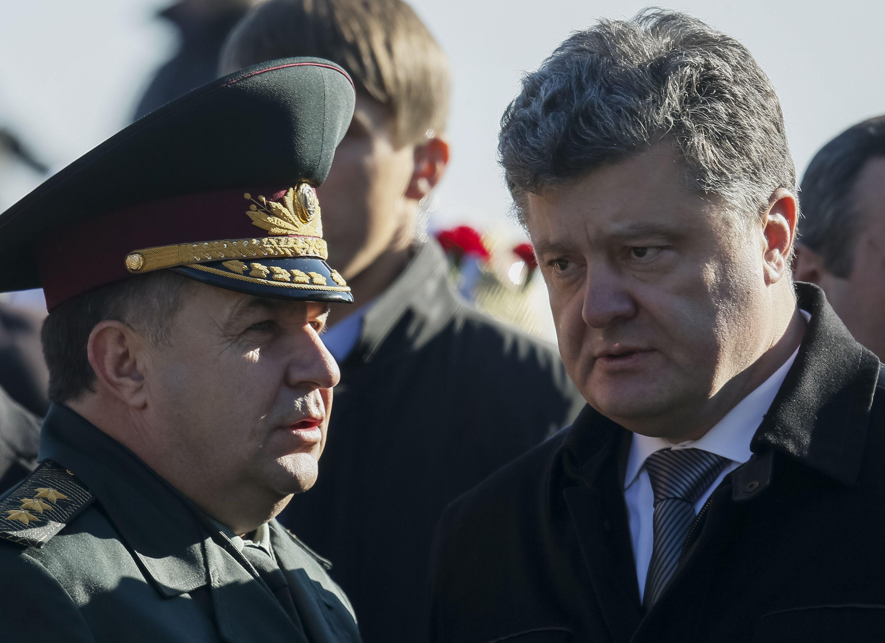 Петр Порошенко и министр обороны Степан Полторак