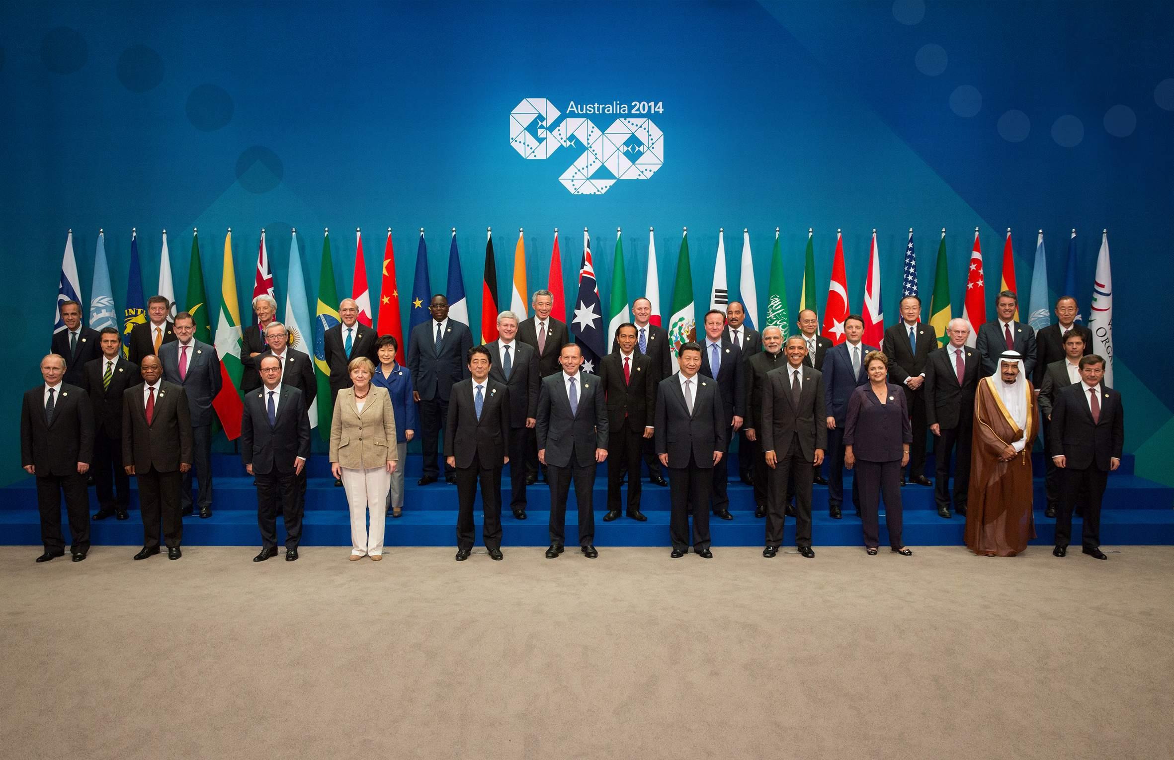 Фото на память о саммите G-20. Путин - крайний слева