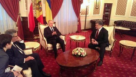 Петр Порошенко встречается с Брониславом Коморовским и Николае Тимофти.