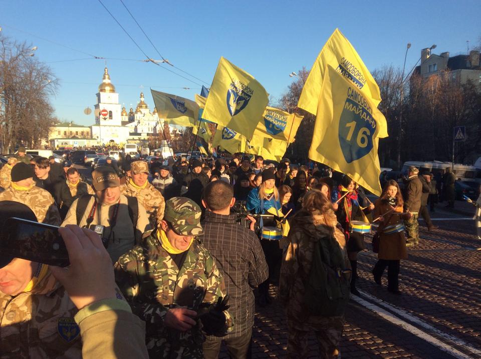 Тысячи людей собрались на Михайловской площади на Марш Достоинства: онлайн-трансляция
