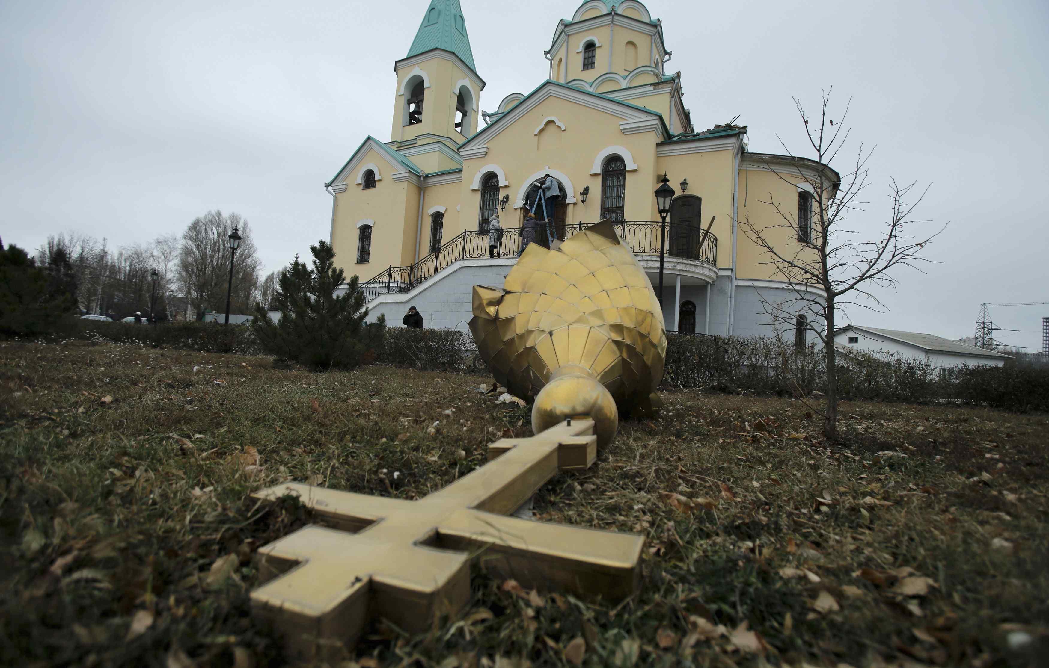 Разрушенная церковь в Донецке, иллюстрация