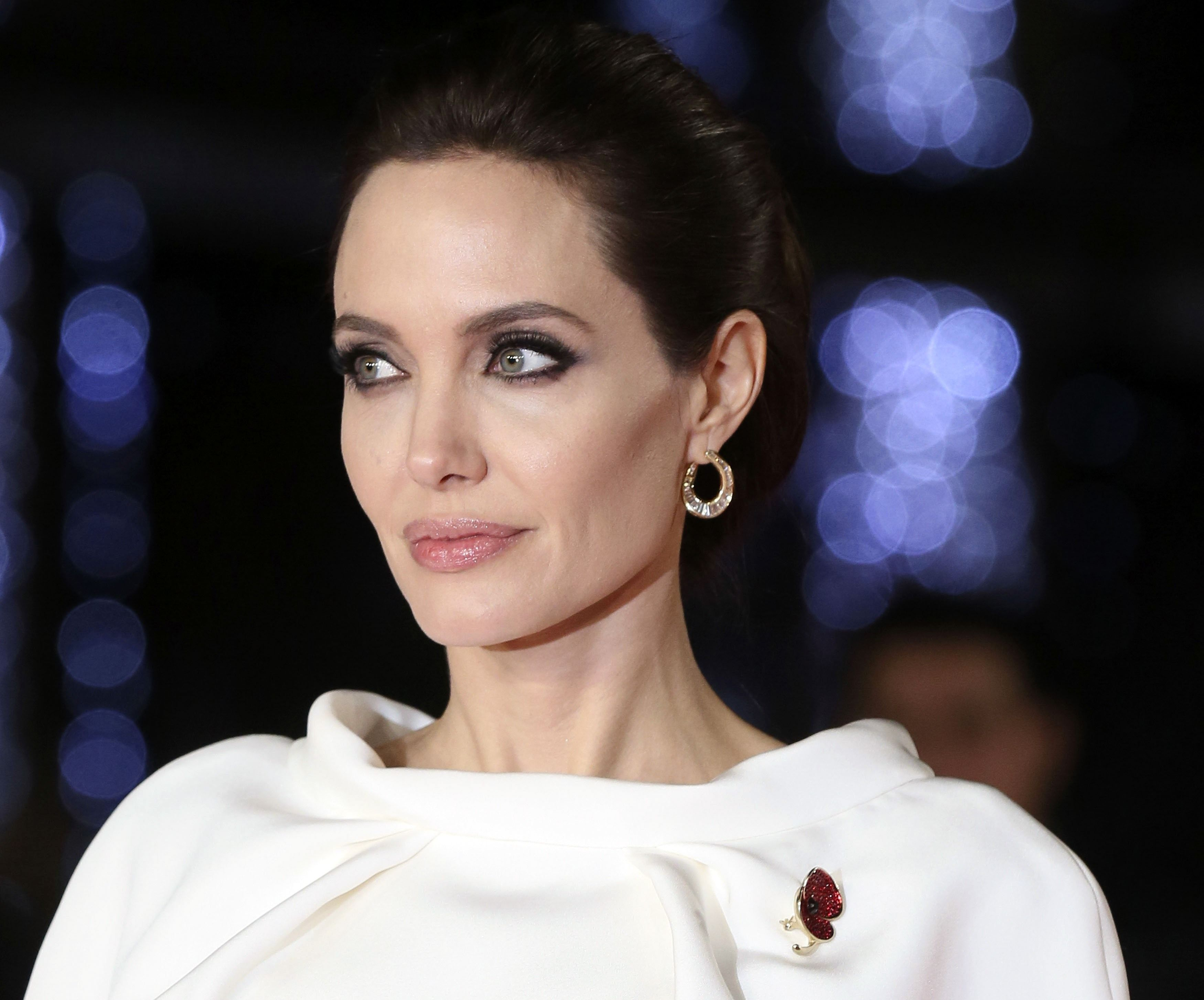 Angelina Jolie Голая Голая Анджелина Джоли засветила мокрую грудь в простыне