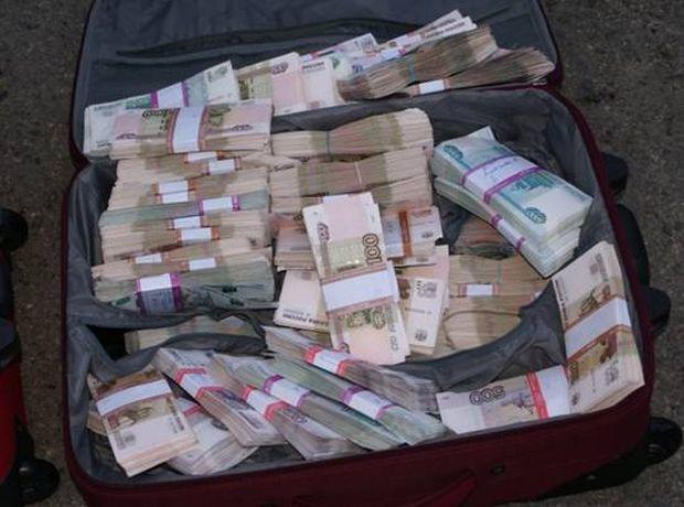 В одном из киевских банков сотрудники подделали документы и похитили два миллиона гривен.