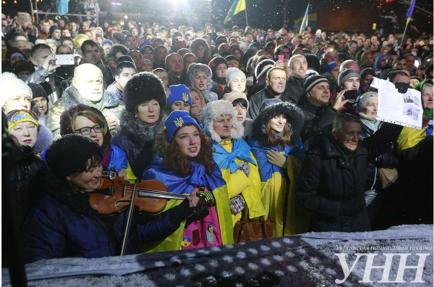 Люди вышли на Евромайдан