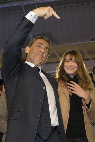 Карла Бруни-Саркози с мужем
