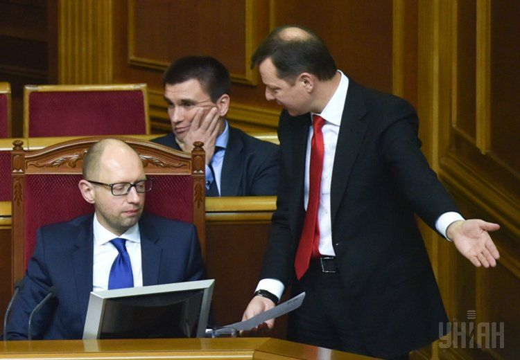 Яценюк выслушивает заявления Ляшко