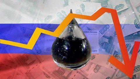 Дешевеющая нефть продолжает тянуть рубль вниз