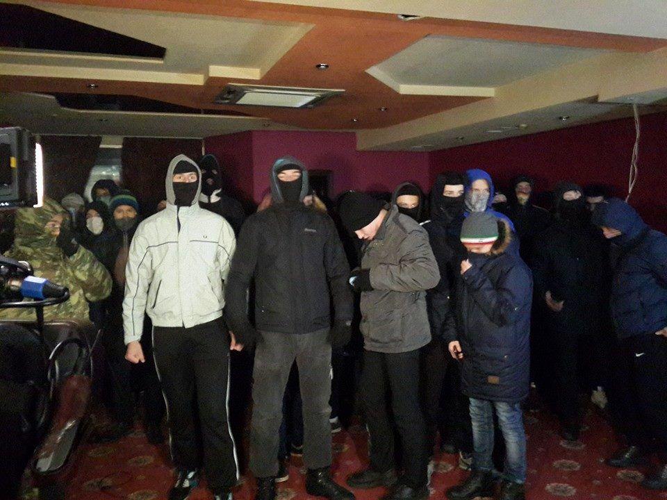 В Киеве активисты разгромили подпольное казино.