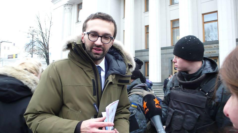 Сергей Лещенко у здания Рады