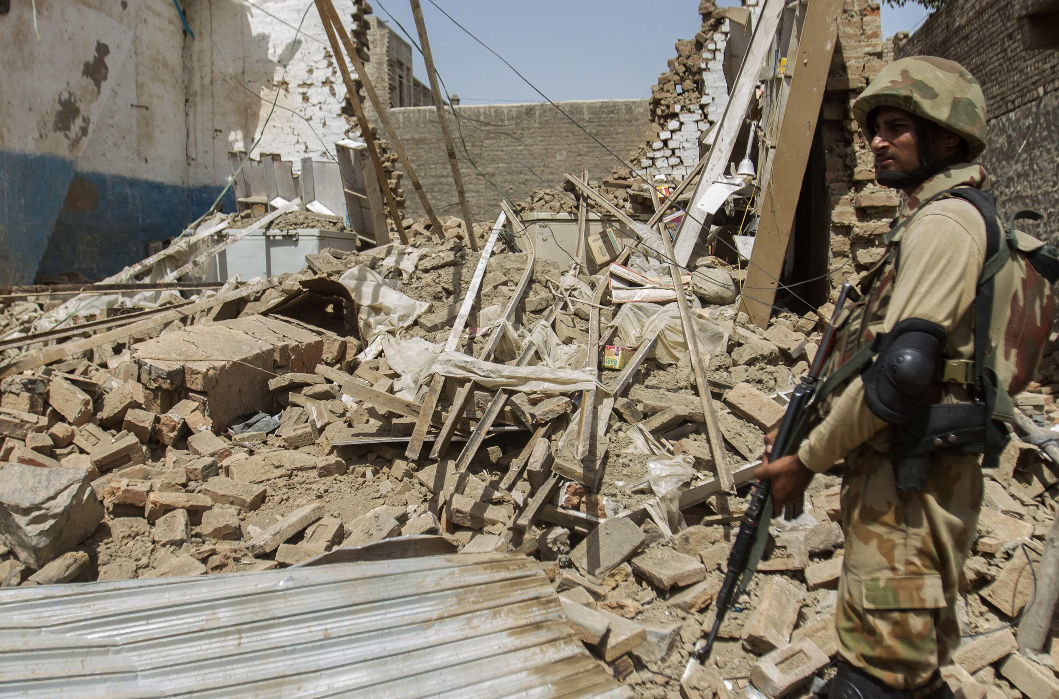 Пакистанские талибы атаковала школу в городе Пешавар