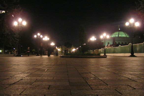 Яценюк потребовал прекратить освещение центральных улиц