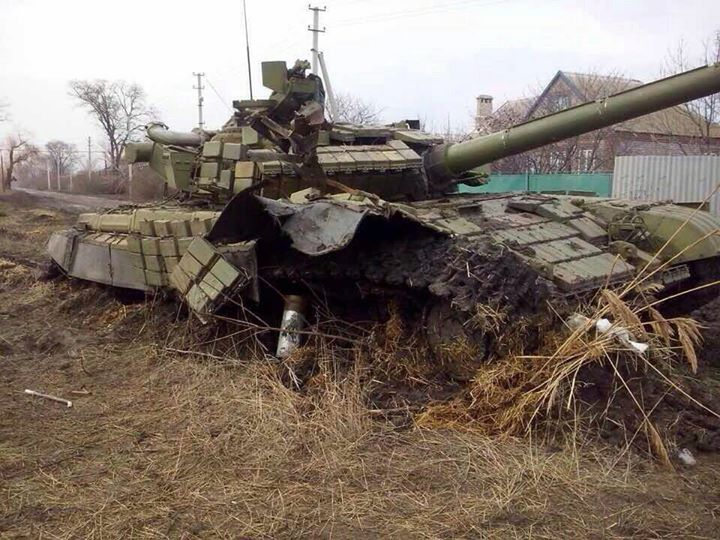 Разбитая бронетехника боевиков на Донбассе, иллюстрация