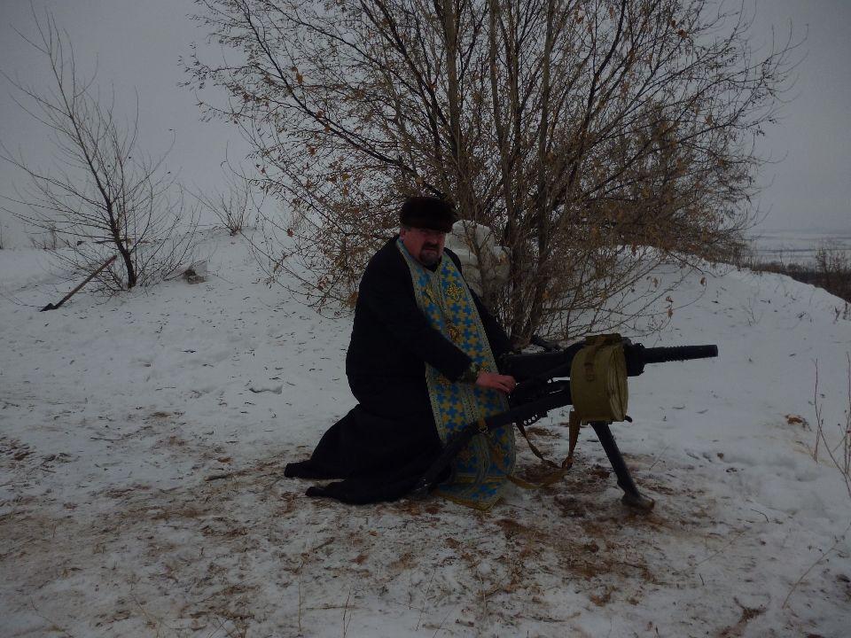 Епископ Кирилл с автоматическим гранатометом